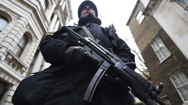 Hemeroteca: Detienen a un joven por cinco ataques con sustancias corrosivas en Londres   Autor del artículo: Finanzas.com
