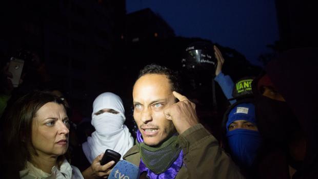 Hemeroteca: El policía venezolano que atacó el Supremo reaparece en una protesta   Autor del artículo: Finanzas.com