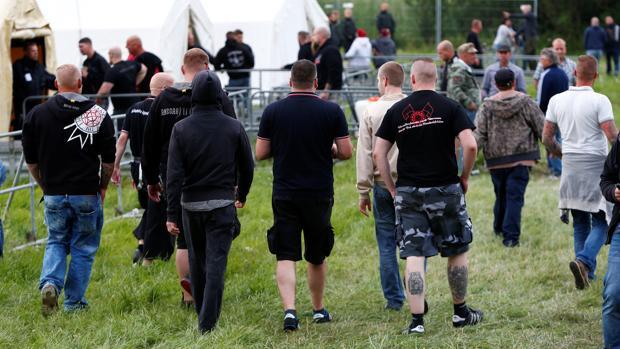 Asistentes al Festival Rock Contra la Dominación Extranjera, en Themar