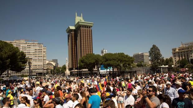 Los venezolanos en España votan en masa contra Maduro