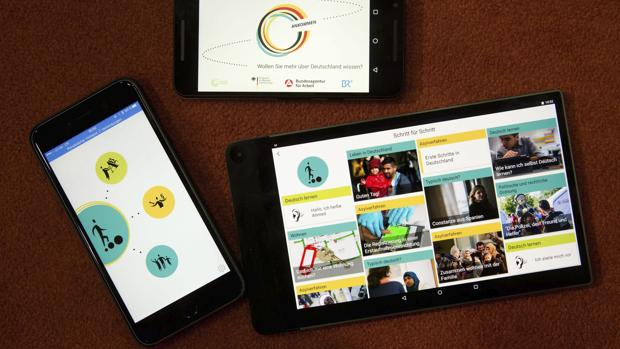 Vista de tres dispositivos electrónicos