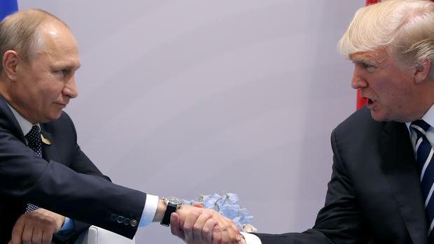 Cargan contra Trump por su reunión «secreta» con Putin