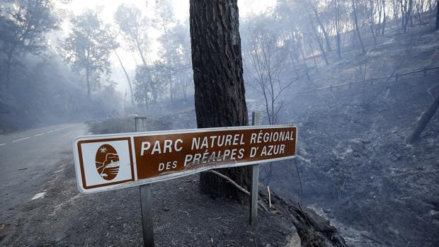 Unas 12.000 personas son evacuadas del sureste de Francia por un incendio