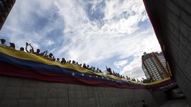 Leopoldo López insta a «contener la fuerza» para acabar pacíficamente con «la amenaza de la Constituyente»