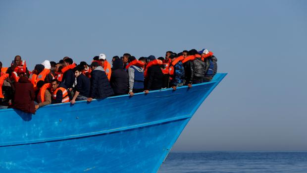 Macron propone crear en Libia centros para hacer una primera criba entre refugiados e inmigrantes