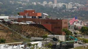Imagen del edificio de la embajada estadounidense en Caracas