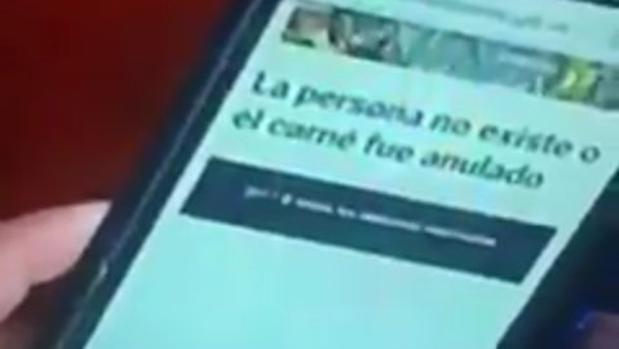 Maduro vota con su «carné de la patria» y el sistema muestra en la pantalla que «la persona no existe»