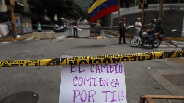 Tres muertos por las protestas opositoras en las horas previas al inicio de las votaciones