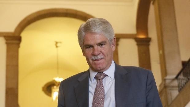 El ministro de Asuntos Exteriores, Alfonso Dastis, propondrá a la jefa de la diplomacia europea, Federica Mogherini, adoptar «medidas adicionales restrictivas» para Venezuela