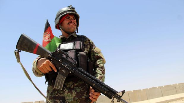 Atentado suicida contra un convoy de fuerzas internacionales en el sur de Afganistán