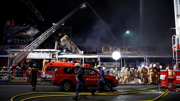 Un incendio destruye parte del famoso mercado de pescado de Tokio