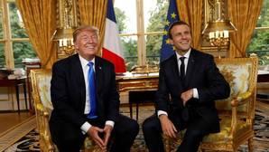 El presidente de Estados Unidos, Donald Trump (i) y el presidente de Francia, Emmanuel Macron (d)