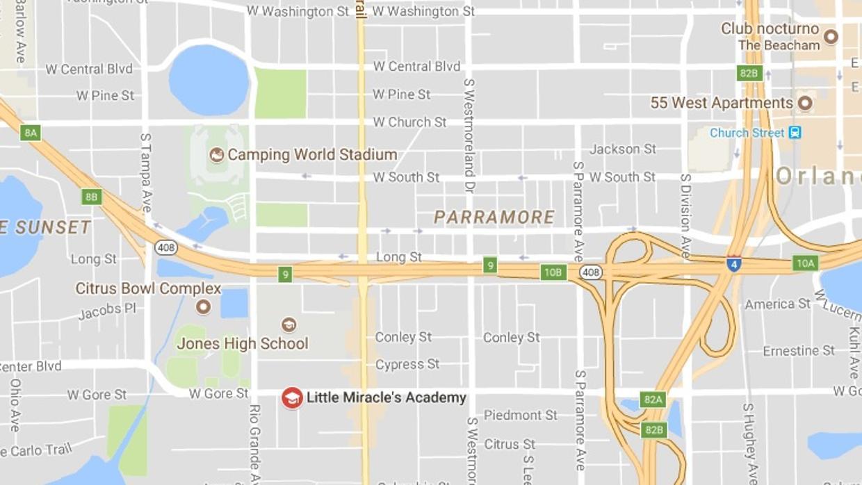 Muere un niño olvidado en un vehículo de transporte escolar durante once horas en Orlando