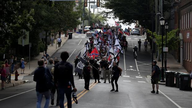 Hemeroteca: Estado de emergencia en Virginia por altercados en una marcha neonazi | Autor del artículo: Finanzas.com