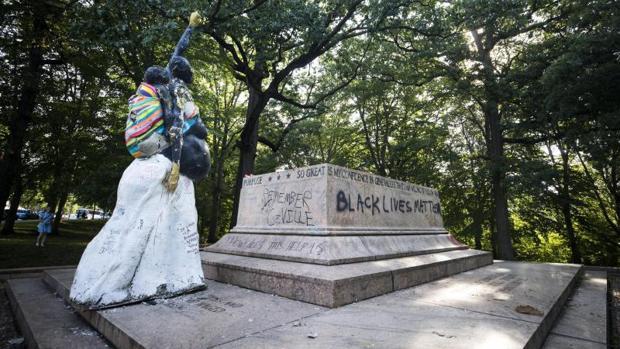 Vista de la base donde se encontraba el Monumento de Robert E. Lee y Stonewall Jackson