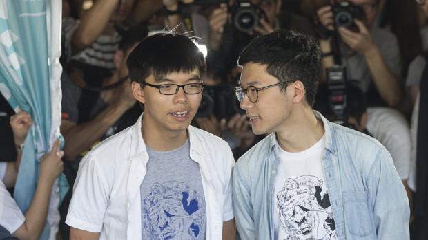 Hong Kong dicta penas de cárcel para los líderes de la revuelta democrática
