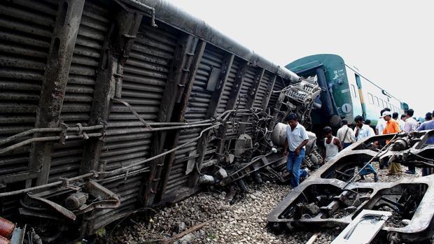 Un descarrilamiento deja al menos 10 muertos y 150 heridos en India