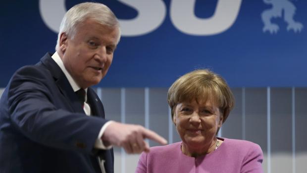 Merkel impone no establecer cuotas de refugiados