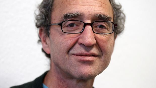 Merkel agradece a España la libertad del escritor Dogan Akhanli