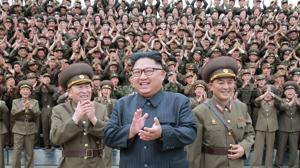 El líder norcoreano Kim Jong Un durante una visita a instalaciones militares