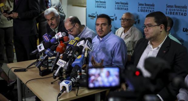 El diputado opositor Stalin González, durante la rueda de prensa de este lunes en Caracas