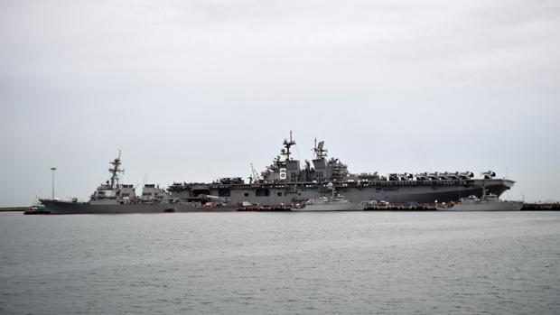 El destructor de misiles guiados USS John S. McCain (I)