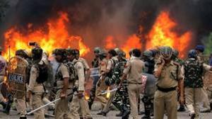 Fuerzas de seguridad india durante los disturbios iniciados tras la condena de Gurmeet Ram Rahim Singh por violación