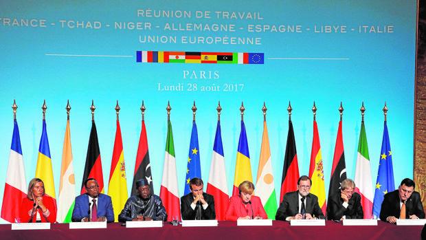 La cumbre de París vincula las mafias de la inmigración con el terrorismo