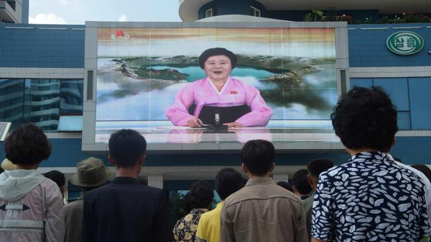 Ri Chun-hee, la presentadora que «canta» los «logros» de Corea del Norte