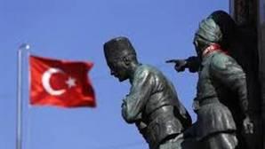 Monumento dedicado a Mustafá Kemal Ataturk, en la plaza Taksim de Estambul