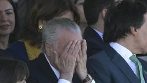 El presidente de Brasil, Michel Temer (c), asiste al desfile para conmemorar los 195 años de la Independencia