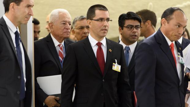 El ministro de Asuntos Exteriores español, Alfonso Dastis, recibe a su homólogo venezolano