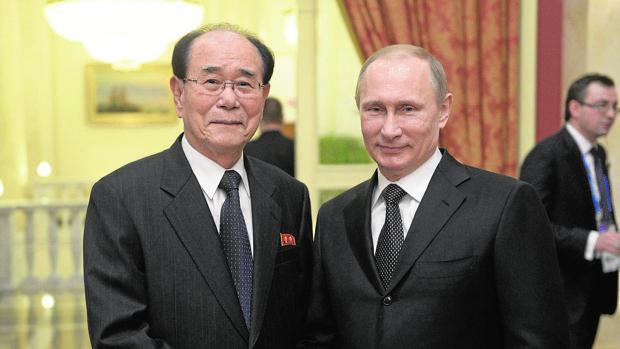 Vladímir Putin con Kim Jong-am, jefe de Estado de Corea del Norte, en una imagen de 2014