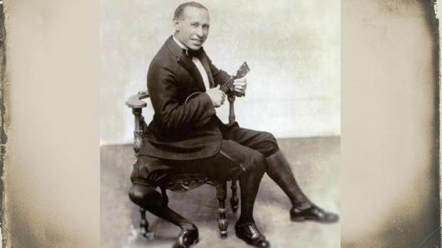 Una escultura de Frank Lentini, el «showman» con tres piernas que conquistó América, divide a su pueblo siciliano