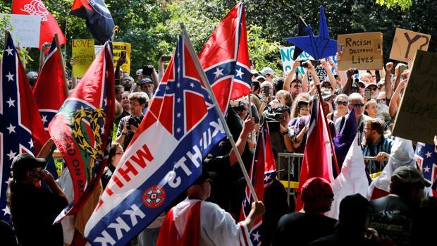 El presidente insiste en que la izquierda radical también tuvo culpa en Charlottesville