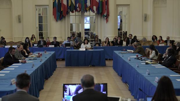Almagro designa a tres expertos para evaluar si la situación en Venezuela debe ser remitida al TPI