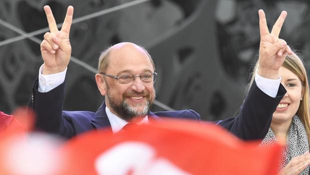 Schulz, que se ve perdedor, someterá a las bases otra coalición con Merkel