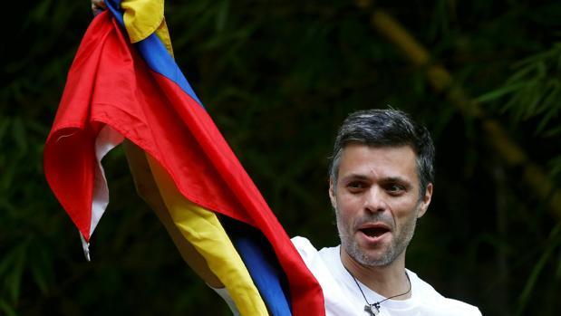 Leopoldo López rompe su obligado silencio para desmentir a Maduro