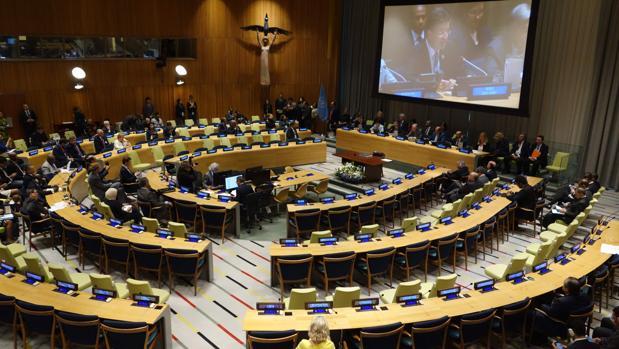 Los países miembros de la ONU comienzan a firmar el nuevo tratado para prohibir las armas nucleares