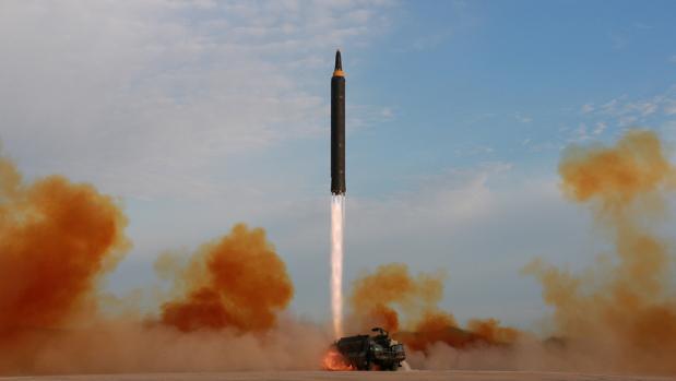 La OTAN mantendrá las armas nucleares mientras otros países las tengan