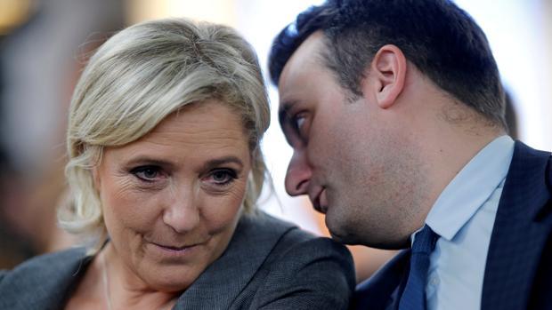 Marine Le Pen junto al ya exvicepresidente del FN, Florian Philippot