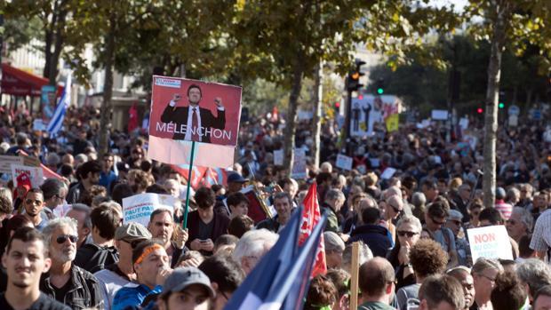Decenas de miles de personas se manifiestan en Francia contra la reforma laboral de Macron