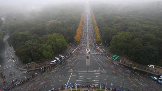 Vista general del comienzo de la maratón en Berlín