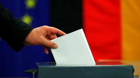 Un ciudadano vota en Berlín