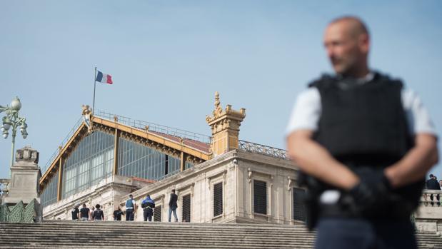 Dos mujeres asesinadas a cuchilladas en un ataque terrorista en Marsella