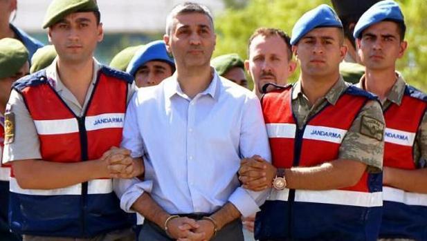 La Fiscalía turca ordena detener a 133 funcionarios por la intentona golpista de 2016