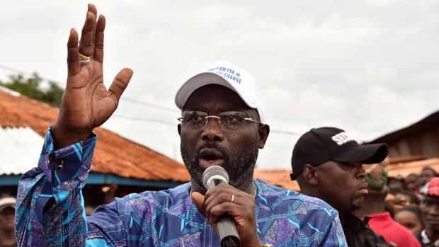El exfutbolista George Weah toma ventaja en las elecciones de Liberia