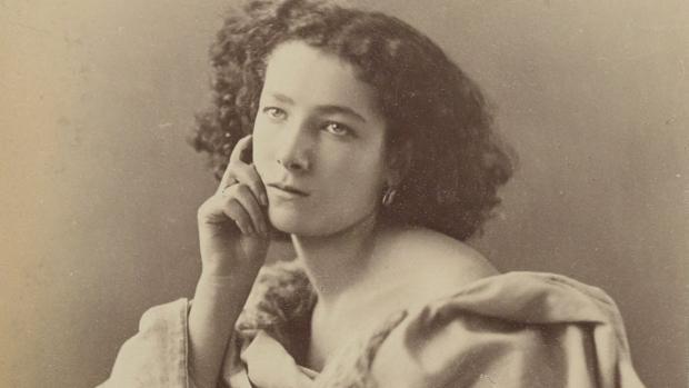 La actriz Sarah Bernhardt retratada por Nadar en 1864, a los 20 años