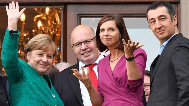 Los liberales exigen a Merkel el ministerio de Finanzas para frenar a Macron