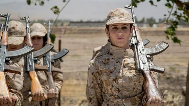 Milicianas kurdas en una sesión de entrenamiento en el norte de Irak